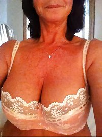 Milf and Hot Mom Selfies